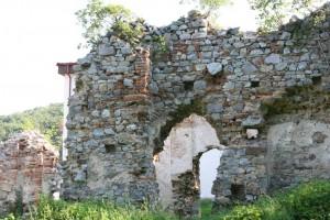 Ruiny_Kostola_sv._Jozefa_z_Kamandulskeho_klastora_na_Zobore