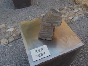 Kamenný stĺpik zábradlia schodiska 1