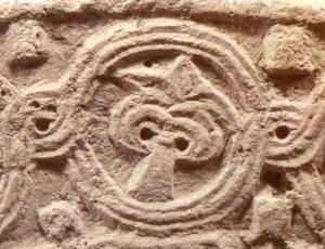 10 Detail palmetovej výzdoby z fragmentu včasnorománskeho architektonického článku zo zaniknutého kostola v Bíni (poloha Opátske). (foto M. Samuel)