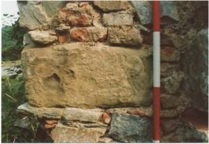 7 Druhotne použité kamene (foto M. Samuel 2002)