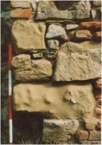 8 Druhotnre použité kamene (foto M. Samuel 2002)