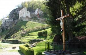 5 Skalka nad Váhom kláštor (foto web putnickemiestoskalka)